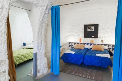 Dormitorio doble en las casas cueva de Valtierra