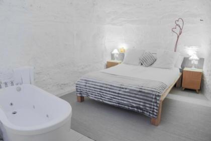 Dormitorio en casa Cueva Bardenera