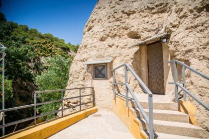 Exterior cuevas de Valtierra