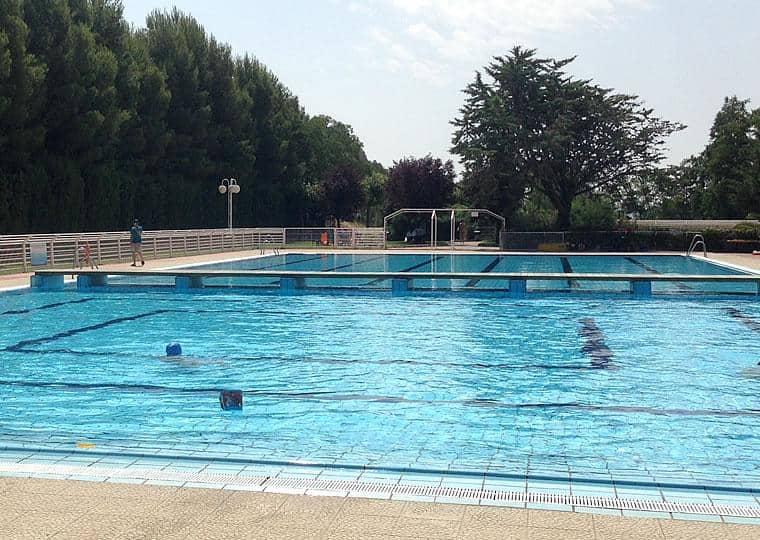 Summer swimming pools in Valtierra